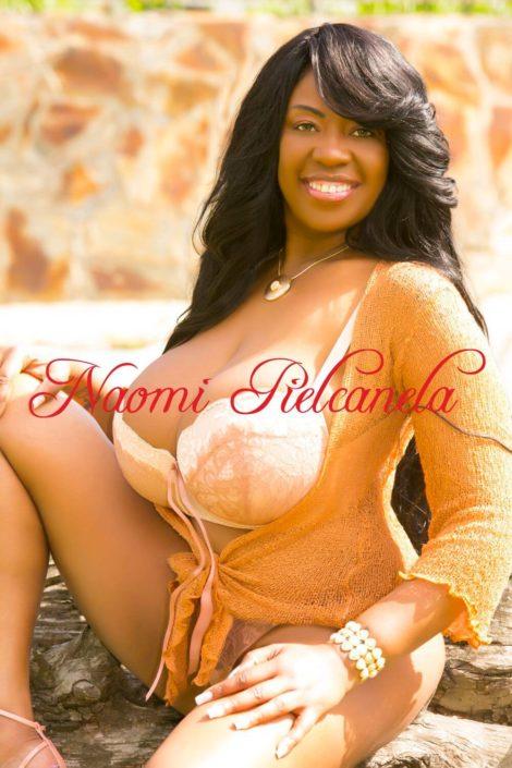 Naomi Pielcanela - Book13 - 01
