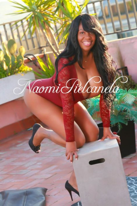 Naomi Piel Canela - Book14 - 01
